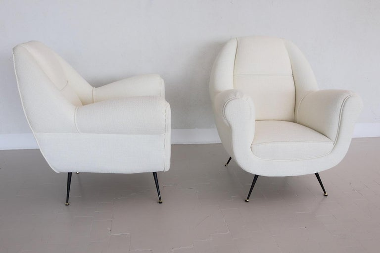 Italian Midcentury Armchairs in White Upholstery and Brass Stiletto Feet, 1960s For Sale 7