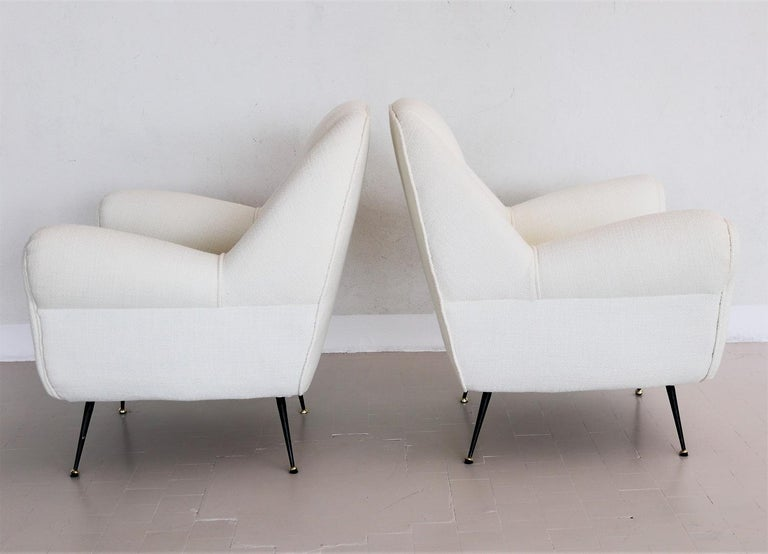Italian Midcentury Armchairs in White Upholstery and Brass Stiletto Feet, 1960s For Sale 9
