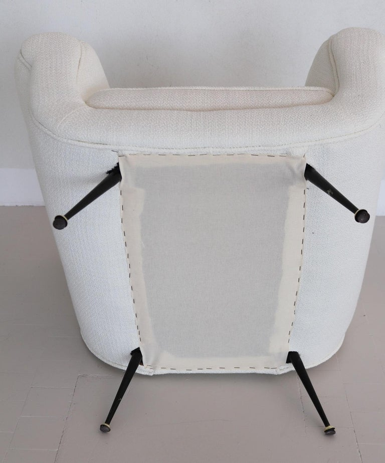Italian Midcentury Armchairs in White Upholstery and Brass Stiletto Feet, 1960s For Sale 11