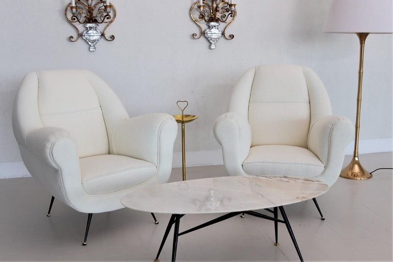Italian Midcentury Armchairs in White Upholstery and Brass Stiletto Feet, 1960s For Sale 13