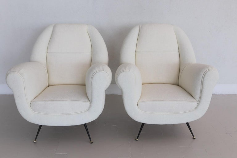 Magnificent and elegant pair of two Italian original midcentury armchairs or lounge chairs from the 1960s with brass stiletto feet. Attributed to Design from Gigi Radice. Completely restored internally with quality material and outside reupholstered
