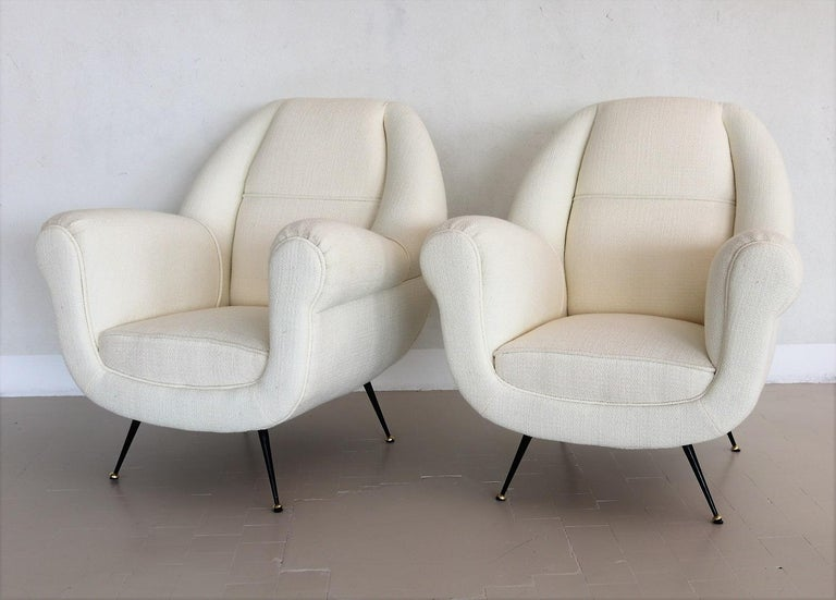 Mid-Century Modern Italian Midcentury Armchairs in White Upholstery and Brass Stiletto Feet, 1960s For Sale