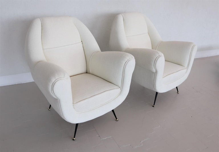 Fabric Italian Midcentury Armchairs in White Upholstery and Brass Stiletto Feet, 1960s For Sale