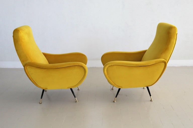 Italian Vintage Armchairs in Yellow Velvet and Brass Stiletto Feet, 1950s In Good Condition For Sale In Clivio, Varese