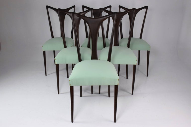 Set of six 20th century vintage Italian dining chairs designed by Guglielmo Ulrich, circa 1940s in fully restored condition composed of ebonized wood and re-upholstered with new nailhead trim in a beautiful Lelièvre Paris green mint fabric, Italy,