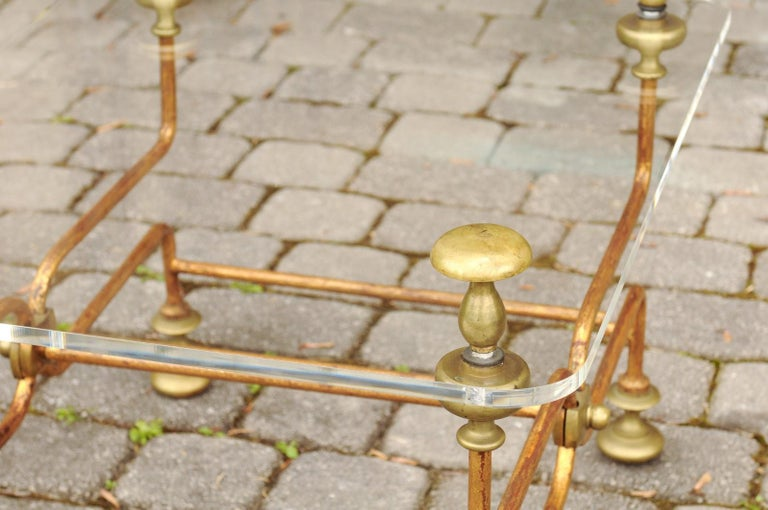 Italian Vintage Midcentury Brass Cocktail Table with Lucite Top and Looping Base For Sale 5