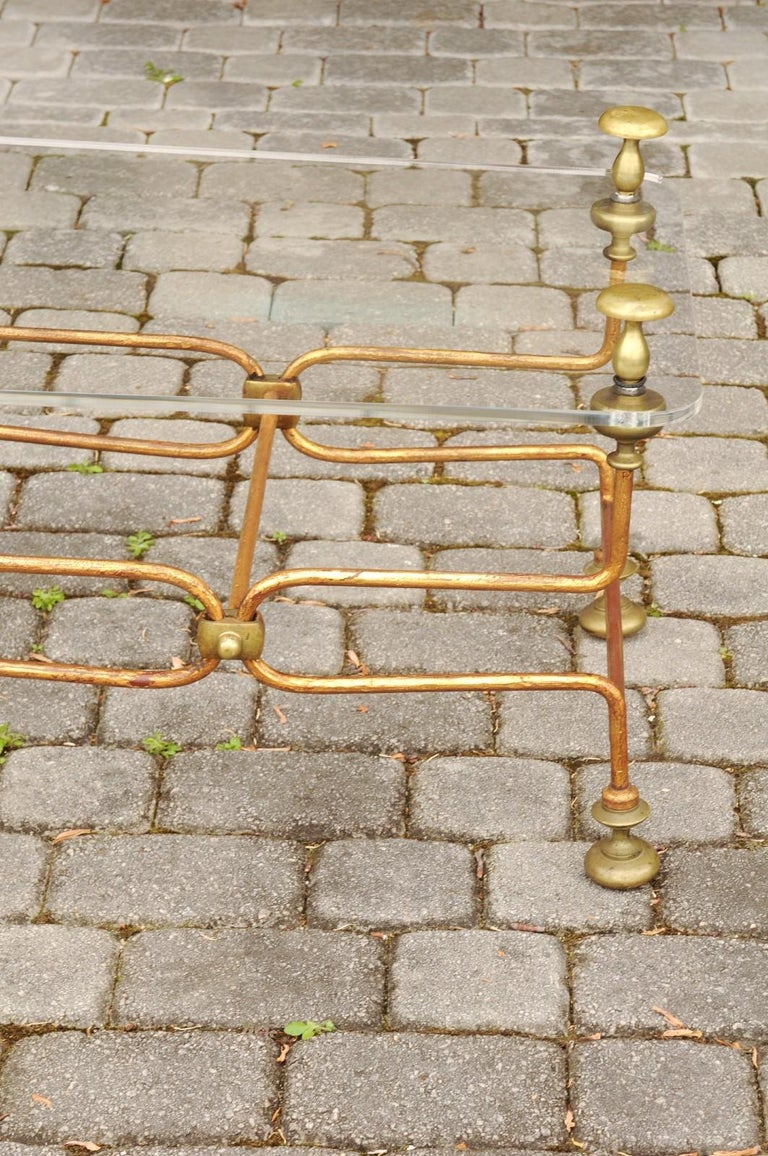 Italian Vintage Midcentury Brass Cocktail Table with Lucite Top and Looping Base For Sale 7