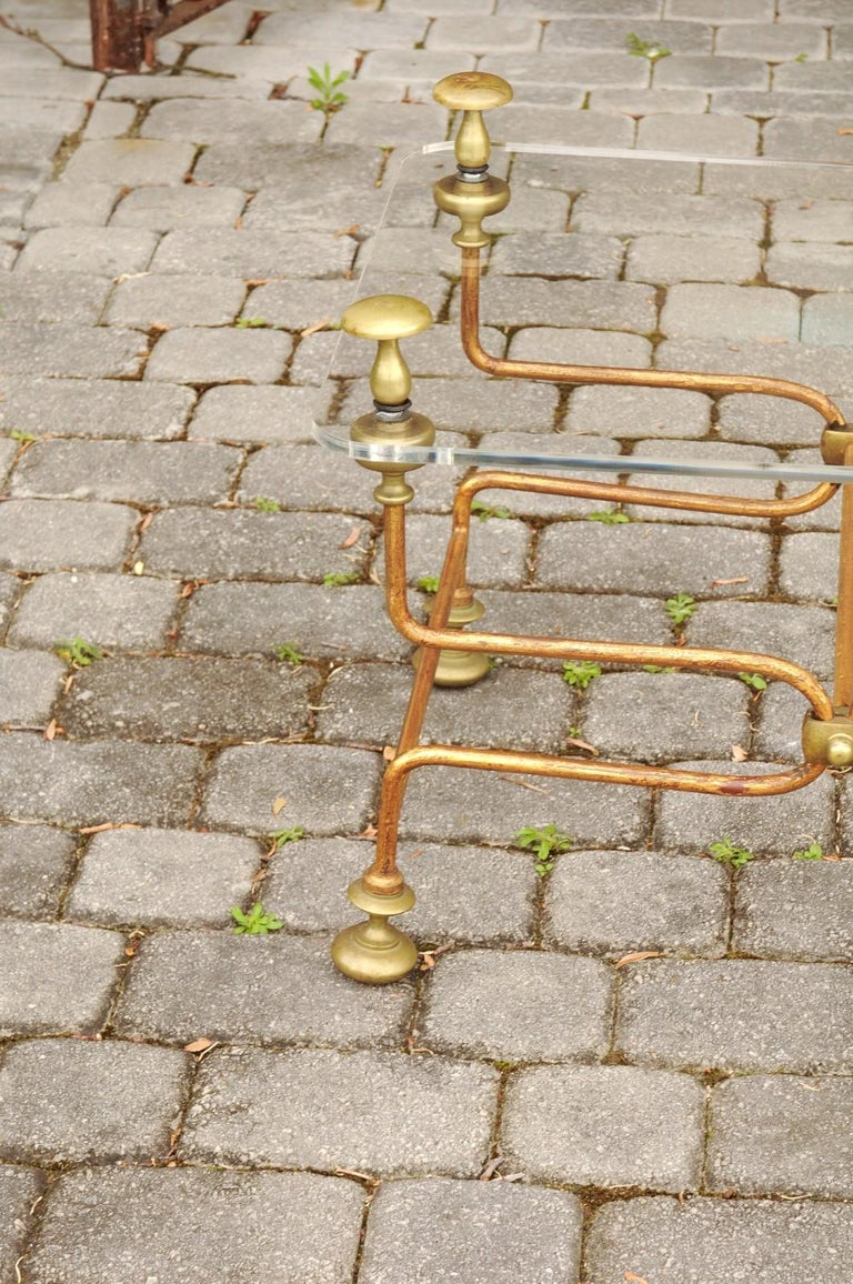 Italian Vintage Midcentury Brass Cocktail Table with Lucite Top and Looping Base For Sale 8