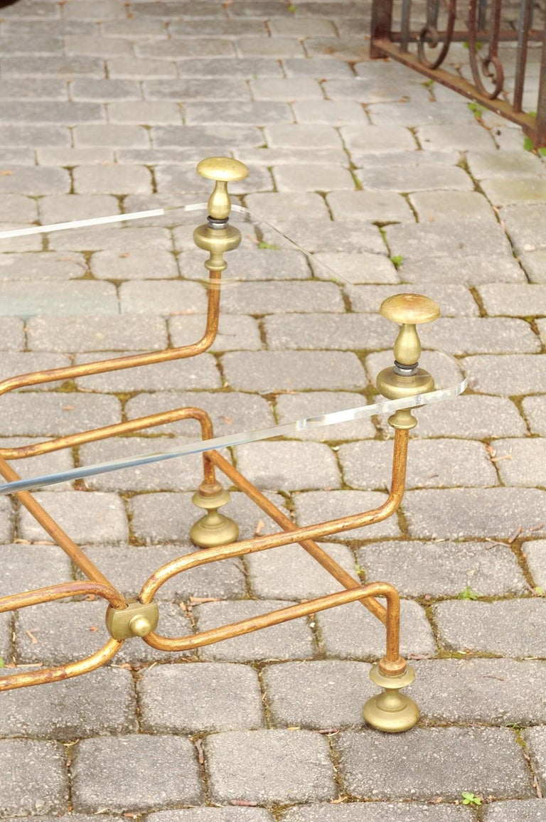 20th Century Italian Vintage Midcentury Brass Cocktail Table with Lucite Top and Looping Base For Sale