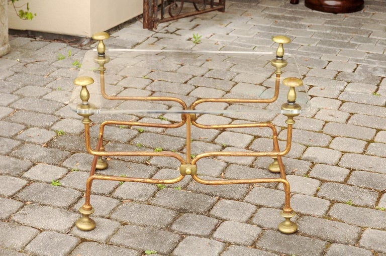 Italian Vintage Midcentury Brass Cocktail Table with Lucite Top and Looping Base For Sale 1