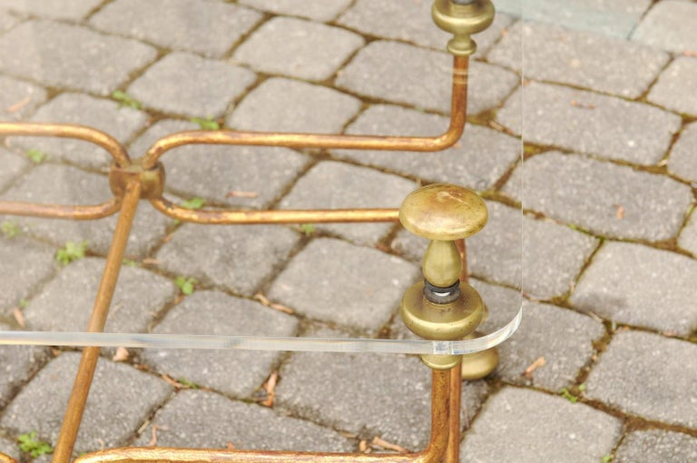 Italian Vintage Midcentury Brass Cocktail Table with Lucite Top and Looping Base For Sale 2