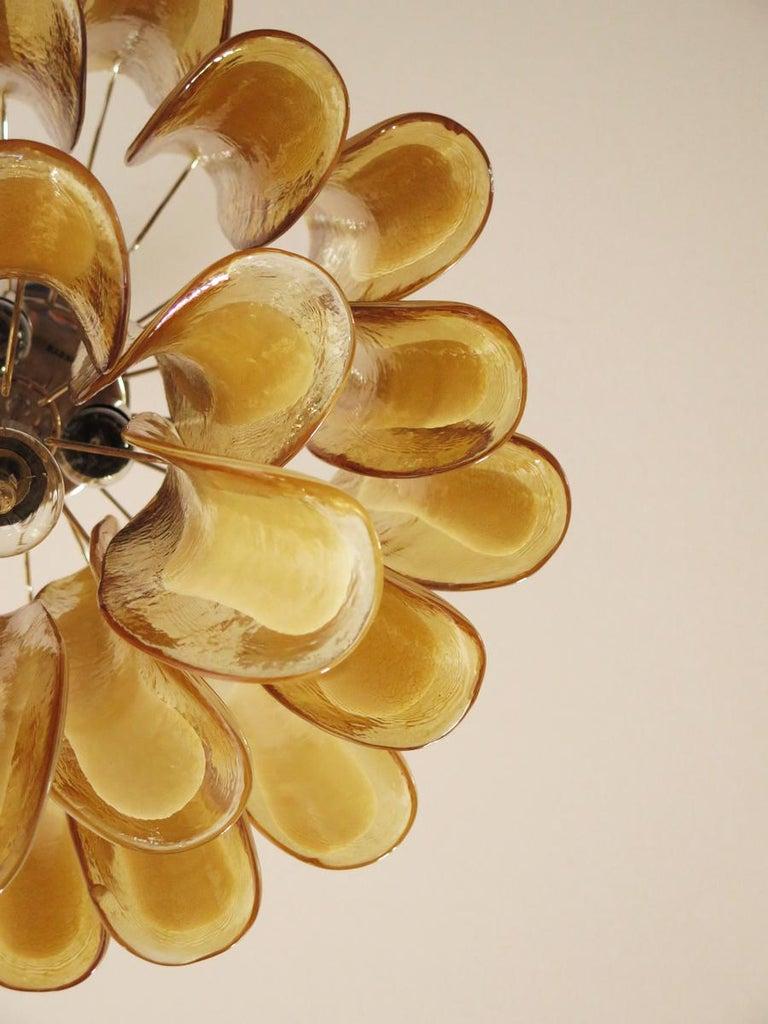 Italian Vintage Murano Chandelier, 26 Amber Glass Petals In Excellent Condition In Gaiarine Frazione Francenigo (TV), IT