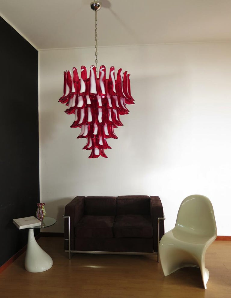 Late 20th Century Italian vintage Murano chandelier in the manner of Mazzega - 75 red glass petals