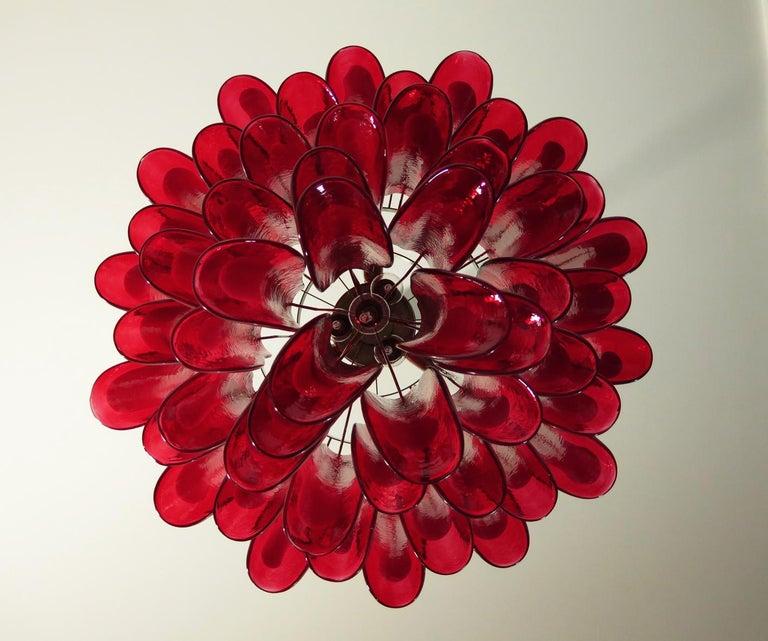 Italian Vintage Murano Chandelier, Mazzega, 53 Red Lattimo Glass Petals In Good Condition In Gaiarine Frazione Francenigo (TV), IT