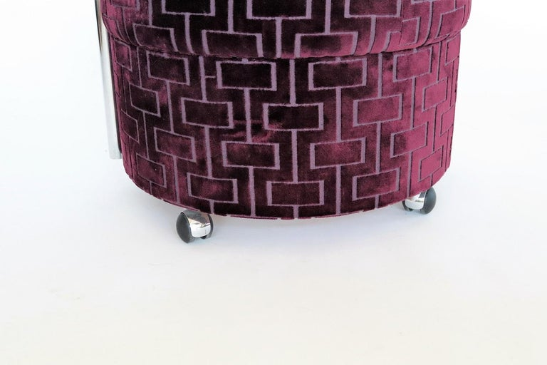 Italian Vintage Rolling Chrome Ottoman or Pouf in Purple Velvet, 1970s For Sale 1