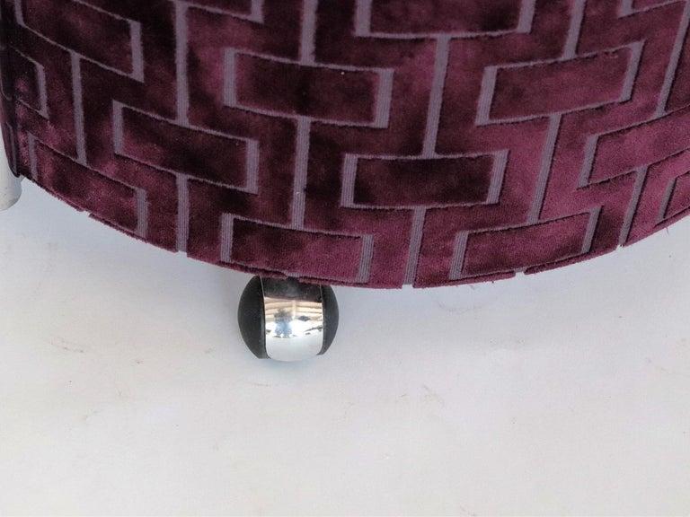 Italian Vintage Rolling Chrome Ottoman or Pouf in Purple Velvet, 1970s For Sale 2