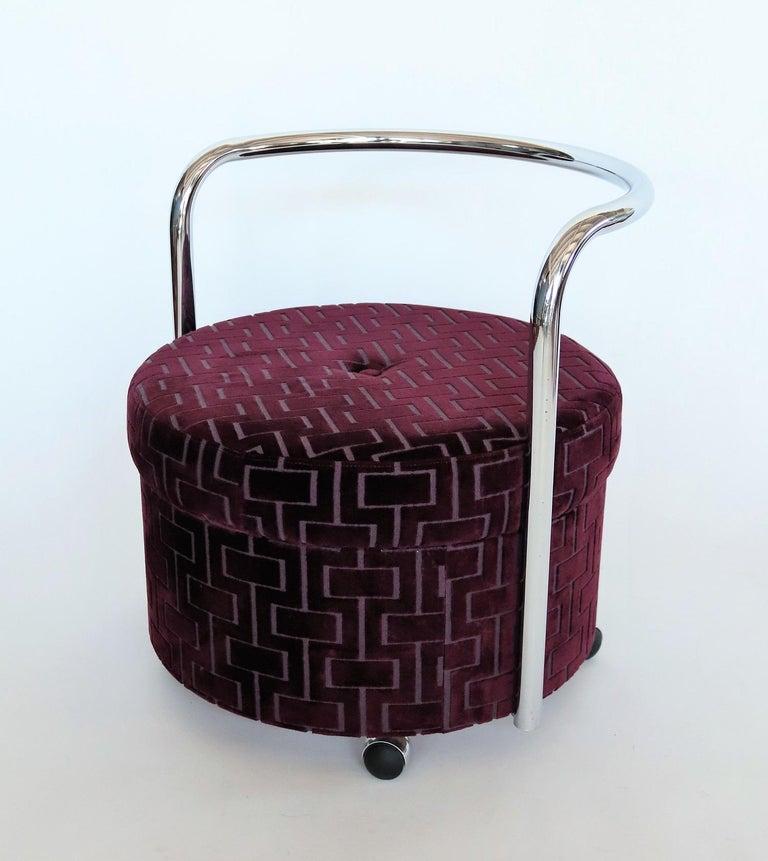 Italian Vintage Rolling Chrome Ottoman or Pouf in Purple Velvet, 1970s For Sale 4