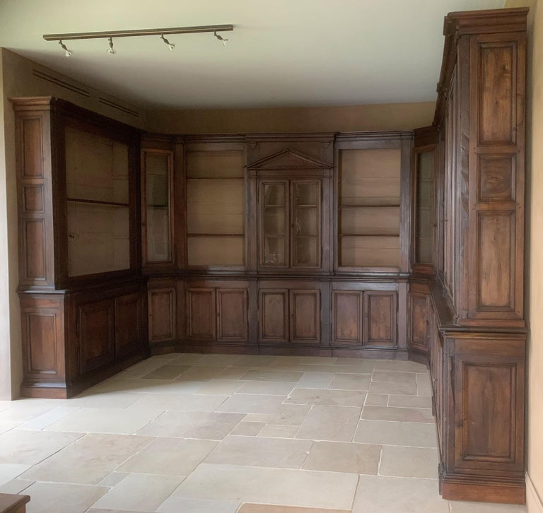 Italian Walnut 18th Century Library Bookcase Panneling For Sale 11