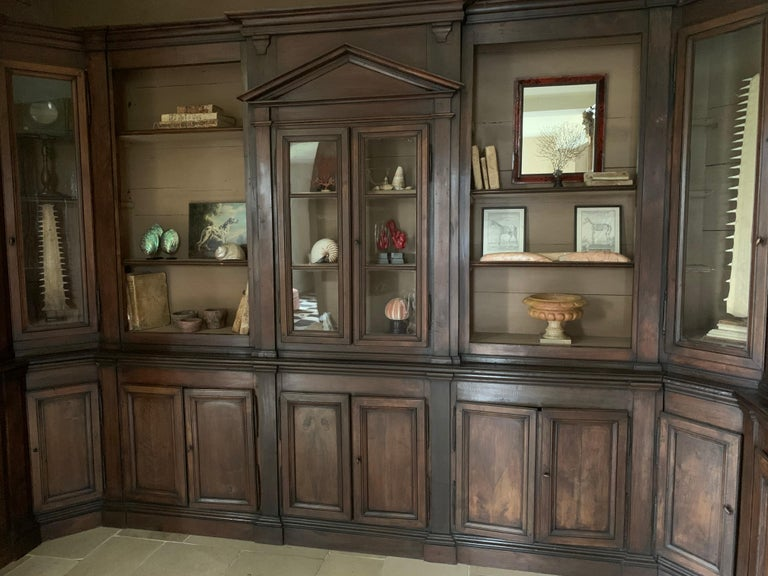 Italian Walnut 18th Century Library Bookcase Panneling In Fair Condition For Sale In Vosselaar, BE