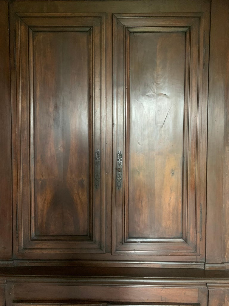 Italian Walnut 18th Century Library Bookcase Panneling For Sale 2