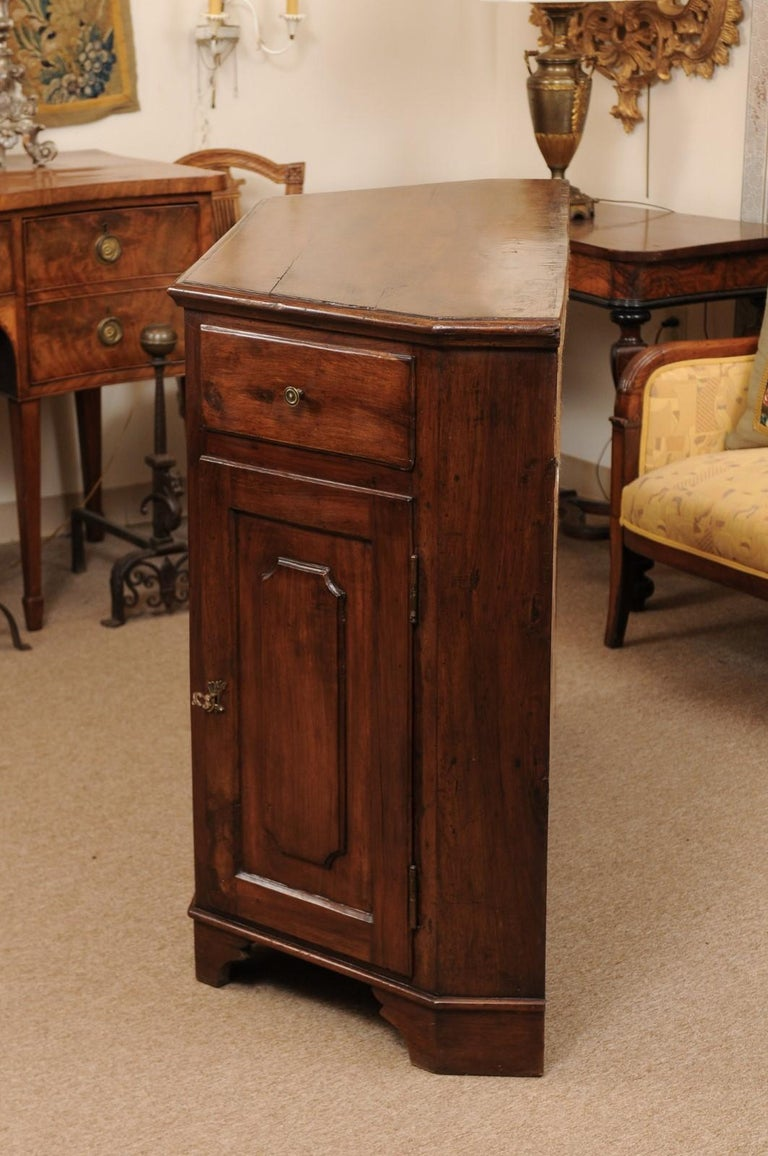 Italian Walnut Canted Crendenza, Early 19th Century For Sale 10