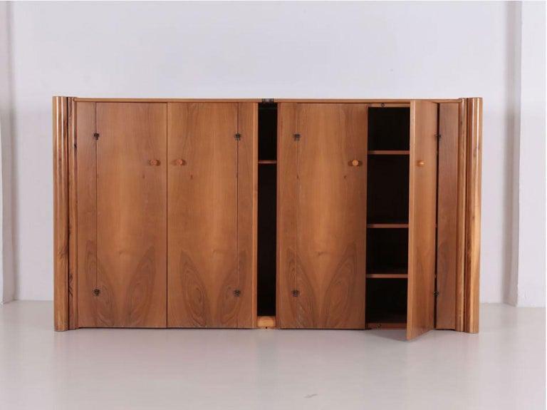 Italian Walnut Scuderia Horizontal Sideboard by Carlo Scarpa for Bernini In Good Condition For Sale In New York, NY