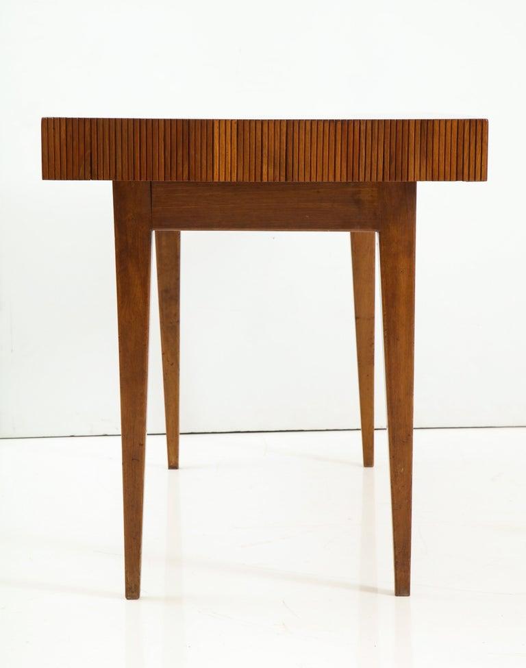 Italienischer Walnussholz Tisch mit Schublade und Konischen Beinen, Stil von Gio Ponti 10
