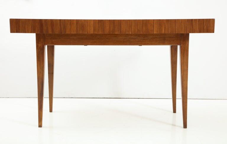 Italienischer Walnussholz Tisch mit Schublade und Konischen Beinen, Stil von Gio Ponti 11