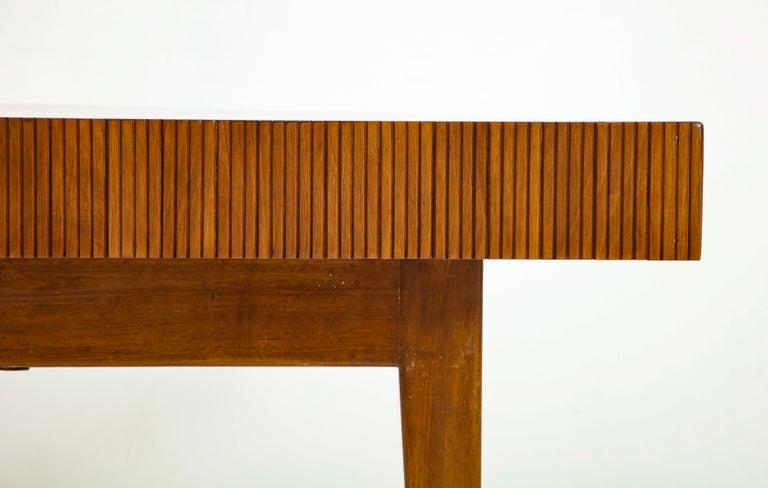 Italienischer Walnussholz Tisch mit Schublade und Konischen Beinen, Stil von Gio Ponti 13