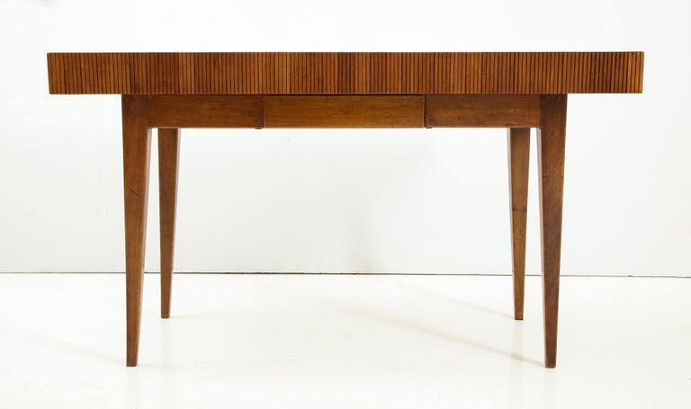 Italienischer Walnussholz Tisch mit Schublade und Konischen Beinen, Stil von Gio Ponti 14