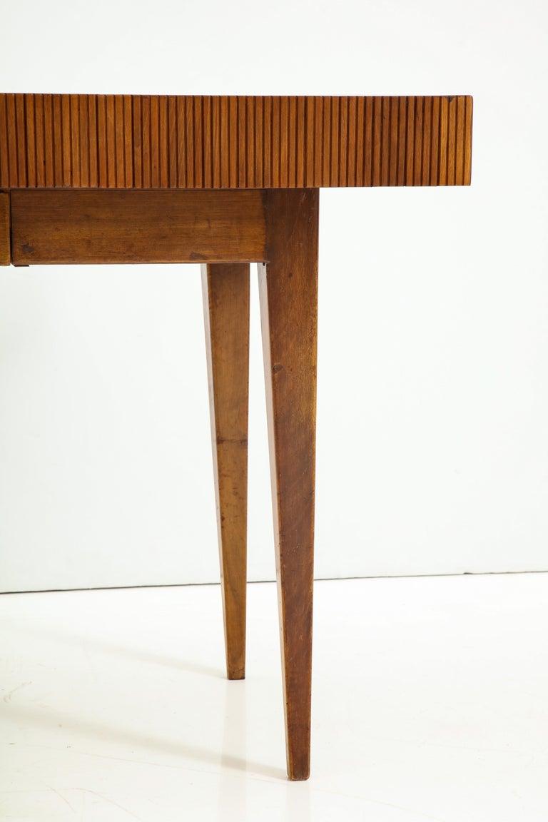Italienischer Walnussholz Tisch mit Schublade und Konischen Beinen, Stil von Gio Ponti 15
