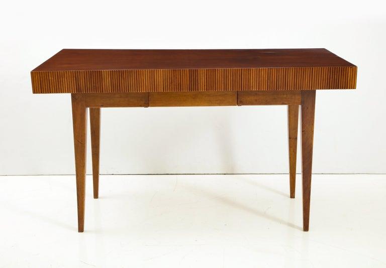Italienischer Walnussholz Tisch mit Schublade und Konischen Beinen, Stil von Gio Ponti 2