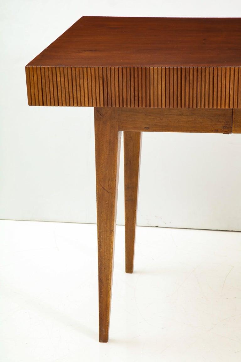 Italienischer Walnussholz Tisch mit Schublade und Konischen Beinen, Stil von Gio Ponti 3