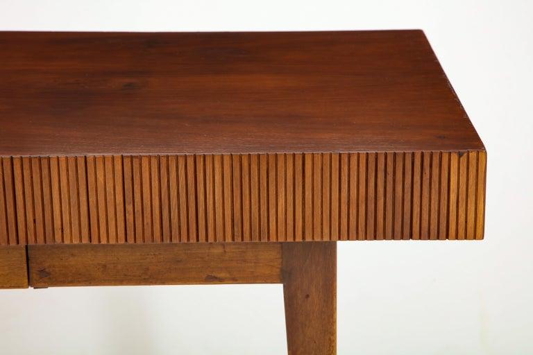 Italienischer Walnussholz Tisch mit Schublade und Konischen Beinen, Stil von Gio Ponti 4
