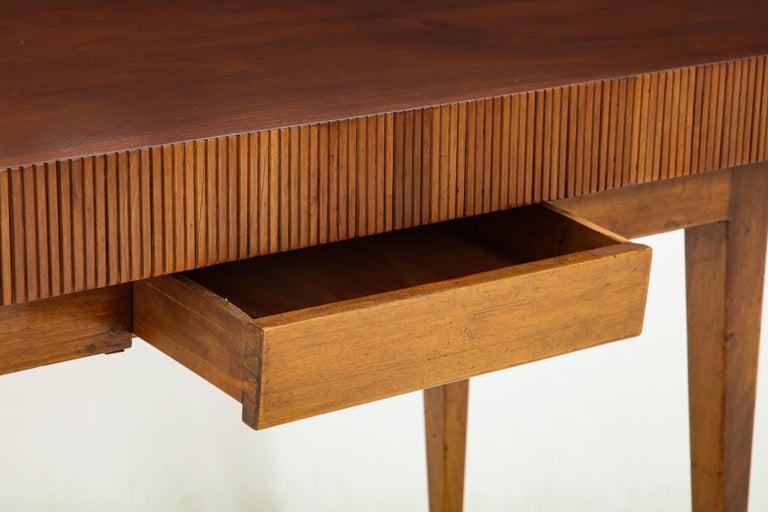 Italienischer Walnussholz Tisch mit Schublade und Konischen Beinen, Stil von Gio Ponti 5