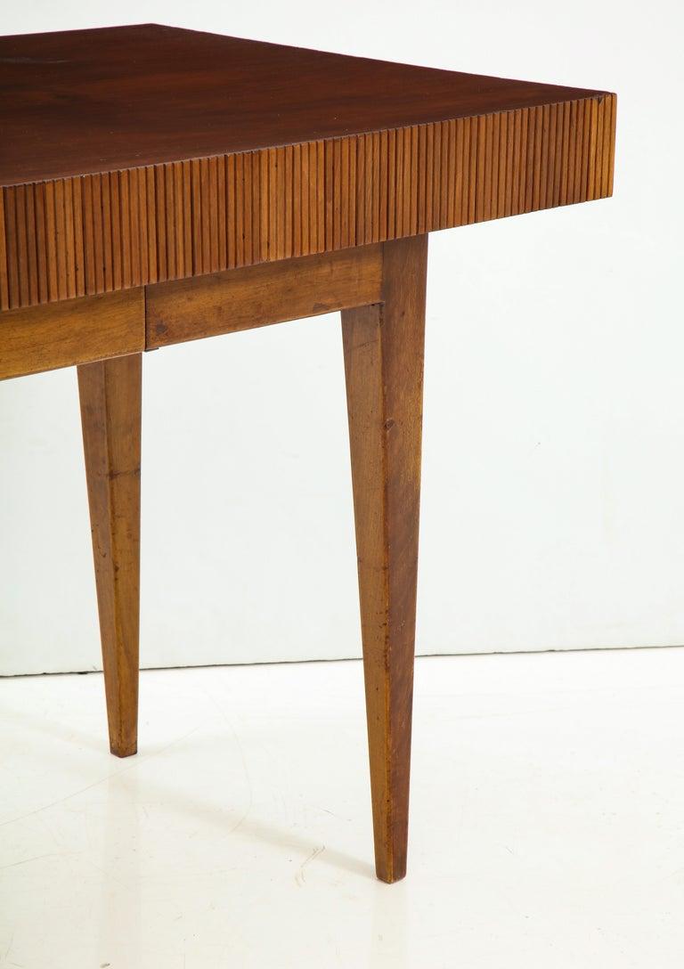 Italienischer Walnussholz Tisch mit Schublade und Konischen Beinen, Stil von Gio Ponti 6