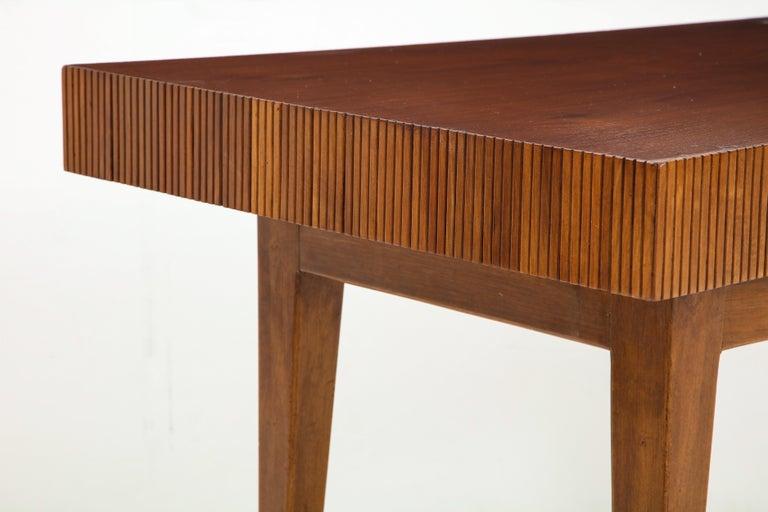 Italienischer Walnussholz Tisch mit Schublade und Konischen Beinen, Stil von Gio Ponti 7