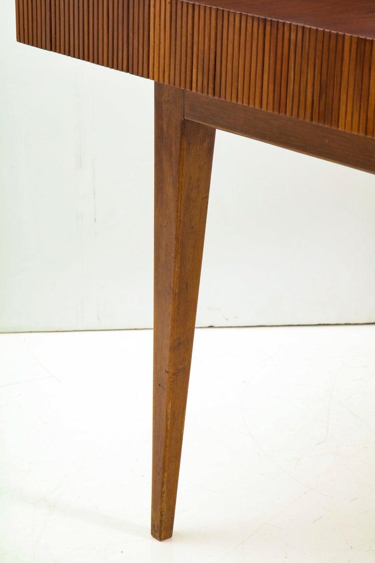 Italienischer Walnussholz Tisch mit Schublade und Konischen Beinen, Stil von Gio Ponti 8