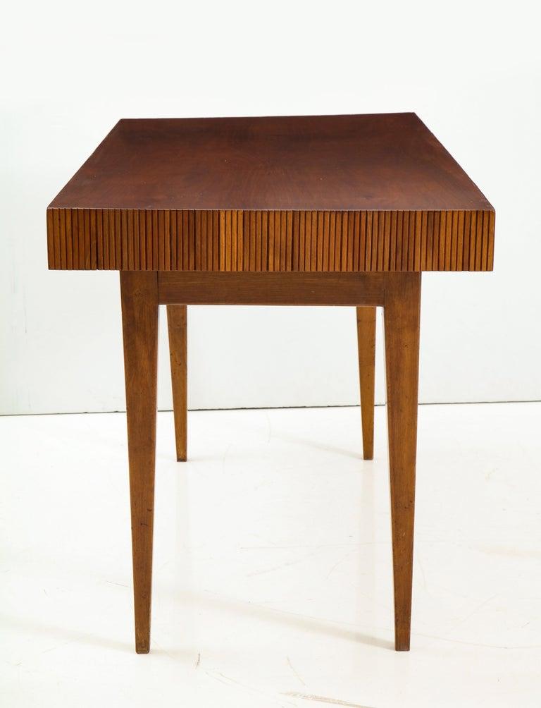 Italienischer Walnussholz Tisch mit Schublade und Konischen Beinen, Stil von Gio Ponti 9