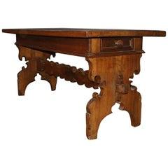 Italienischer Aufgebockter Tisch aus Walnuss