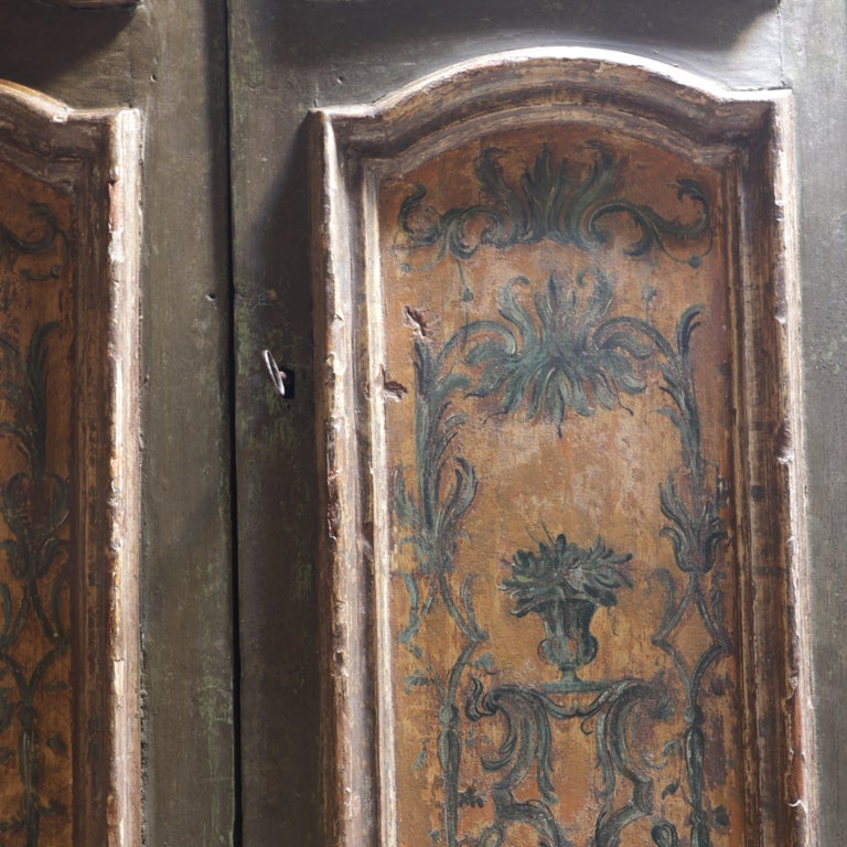 Italian Wardrobe, 18th Century In Good Condition For Sale In Paris, France