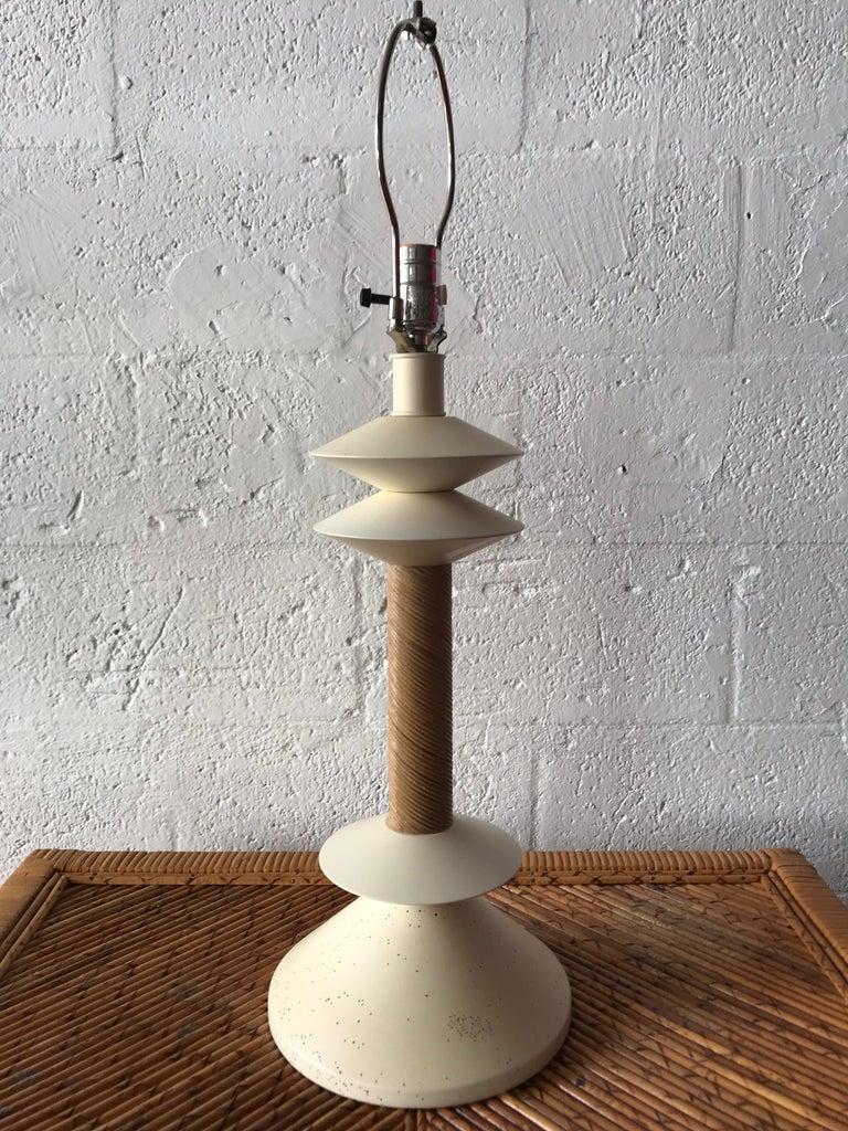 Italian White Rattan Reed Wicker Table Lamp In Good Condition For Sale In Miami, FL