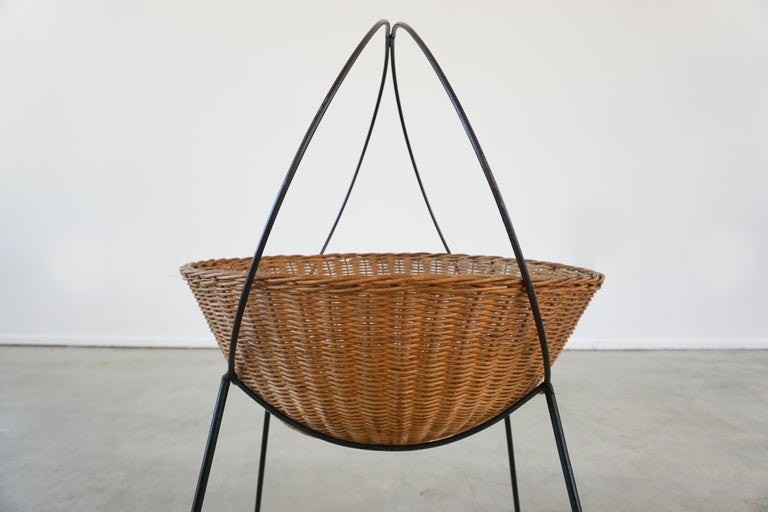 Italian Wicker Catch All In Good Condition For Sale In Los Angeles, CA