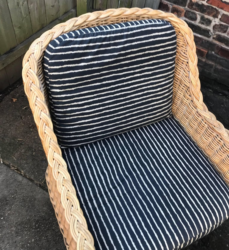 Italian Wicker Rattan Lounge Chair and Ottoman In Good Condition For Sale In Chicago, IL
