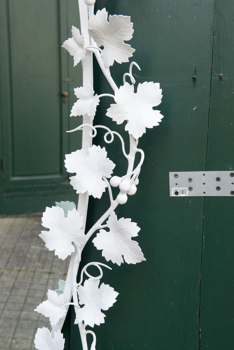 Italian Wrought Iron Grape Vine White Painted Mirror In Good Condition For Sale In Stamford, CT