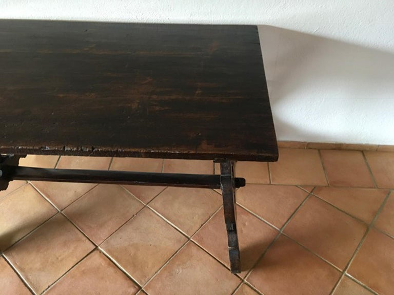 Italy 17th Century Walnut Table in Baroque Style For Sale 1