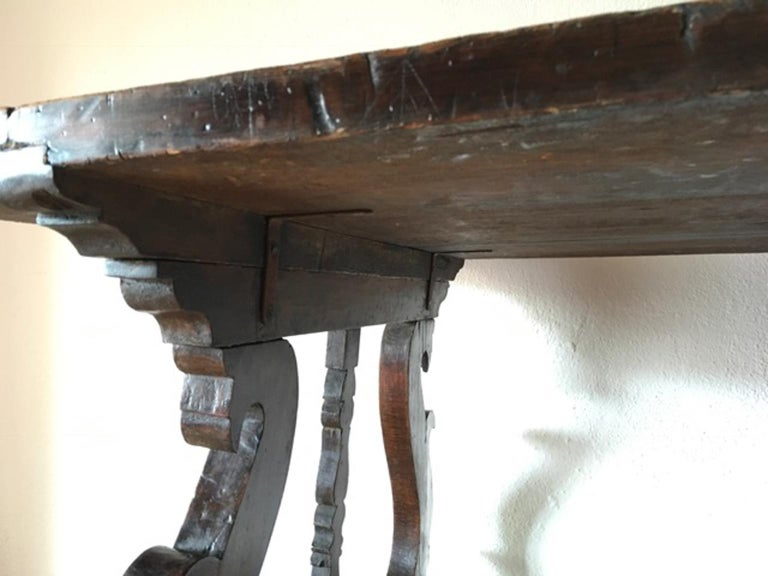 Italy 17th Century Walnut Table in Baroque Style For Sale 2