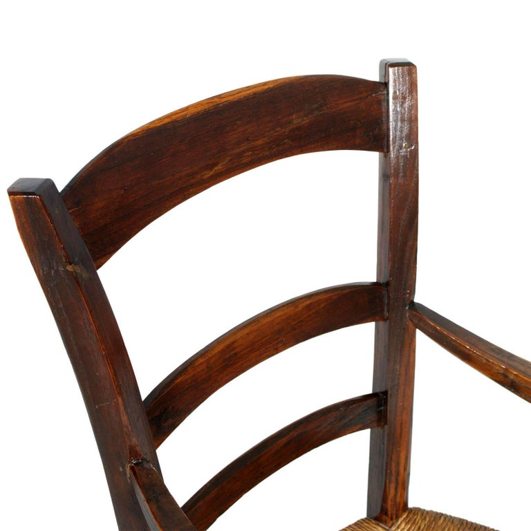 Italy 18th Century Country Rustic Armchair, Chestnut Wood Hand Cut and Restored In Excellent Condition For Sale In Vigonza, Padua