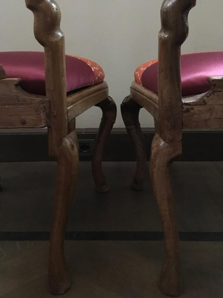 Italy Mid-18th Century Pair of Dining Chairs Solid Oak Hand Carved For Sale 6