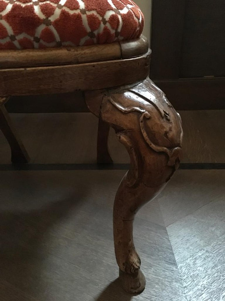 Italy Mid-18th Century Pair of Dining Chairs Solid Oak Hand Carved For Sale 8